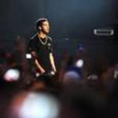 rapper drake leads bet nominations